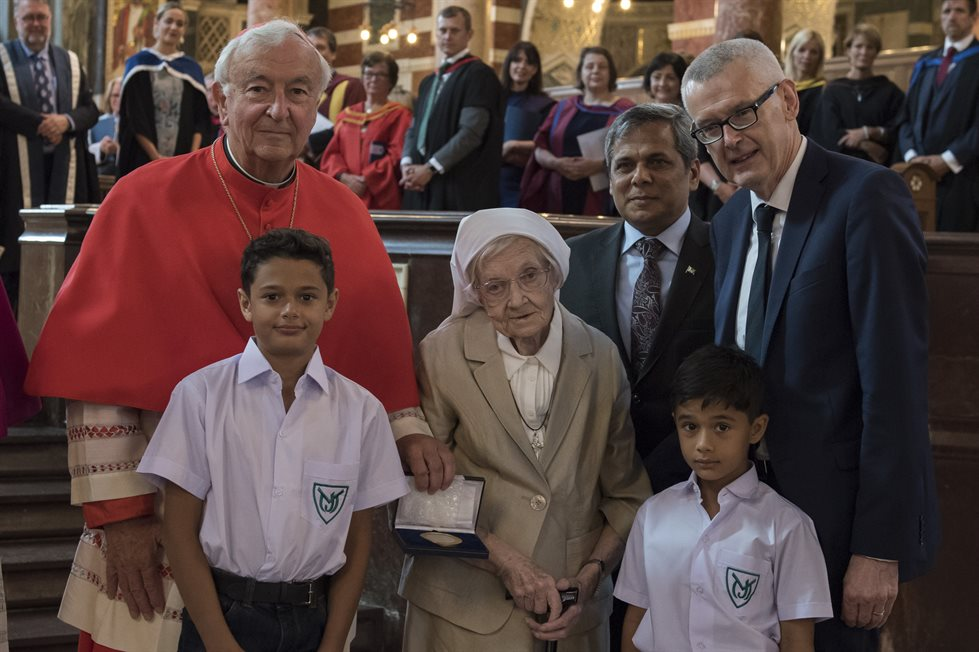(left to right) Cardinal Vincent Nichols, Sr Berchmans, HE High-Commissioner Muhammad Nafees Zakaria, and HE Ambassador Adrian O'Neill, joined by two former pupils of Sr Berchmans at the presentation of the Benedict Medal in Westminster Cathedral.